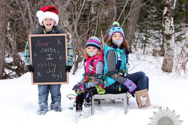 best-Christmas-photo-Ideas-for-siblings-1