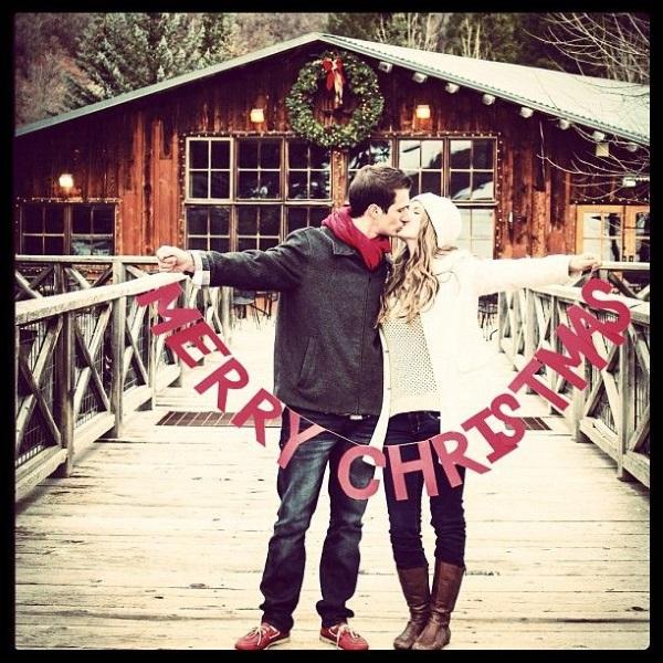 creative christmas photo ideas for couples