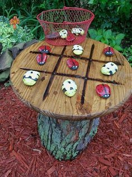 outdoor-tic-tac-toe-on-garden