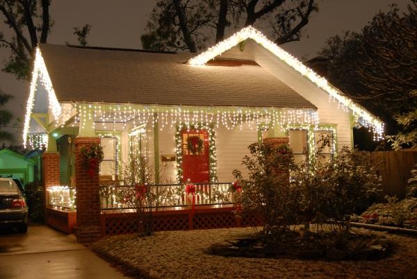 Cheap-Christmas-light-Decorating-Ideas