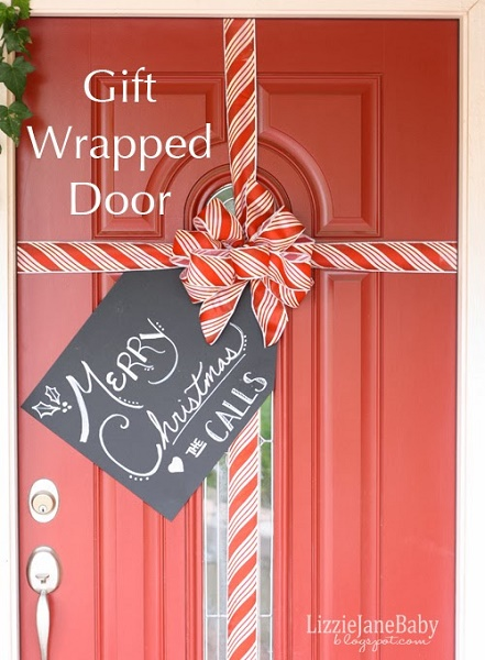 image source - Beautiful Christmas Door Decorations