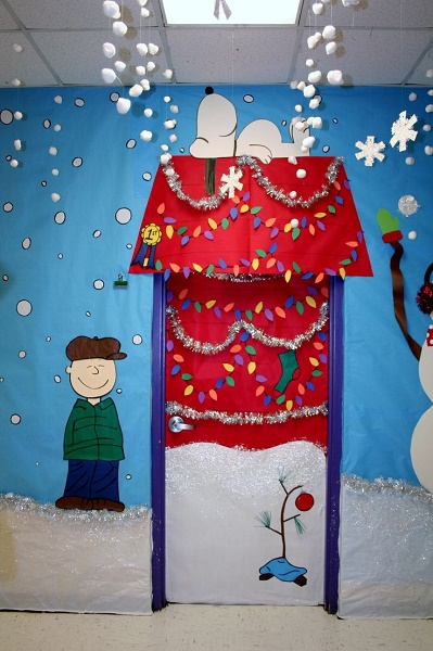 snoopy christmas door decoration ideas image source - Beautiful Christmas Door Decorations
