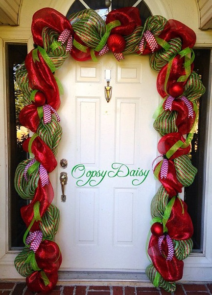 50 christmas door decoration ideas pink lover for Door garland christmas
