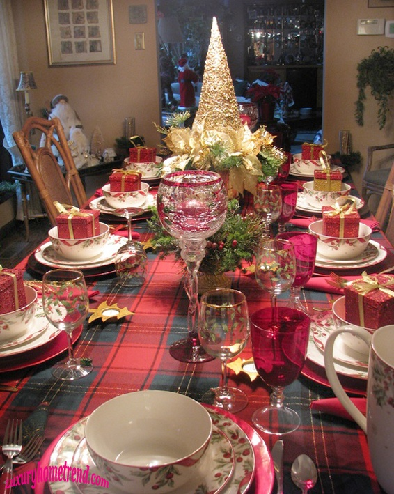 50 most beautiful christmas table decorations i love pink for Ideas to decorate dining room table for christmas