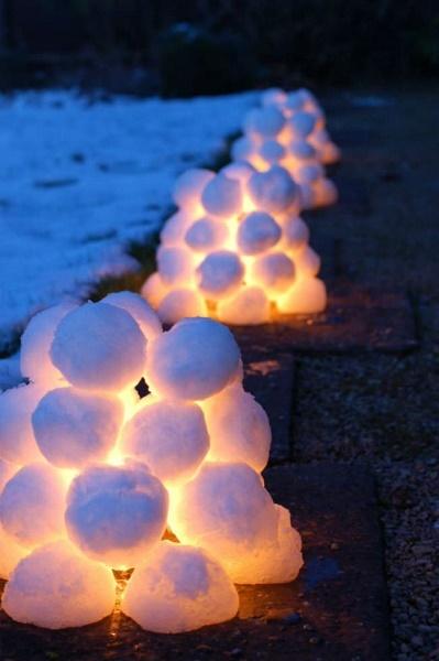 christmas-outdoor-snow-lanterns