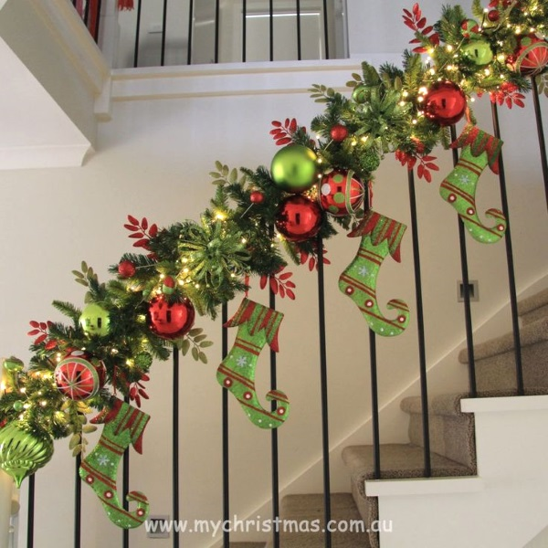 christmas garlands for stairs image source - Staircase Christmas Decorating Ideas