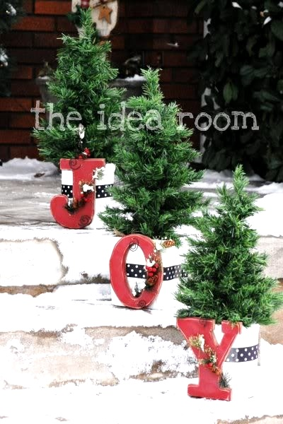 Attractive diy outdoor christmas decorations pink lover for Easy front porch christmas decorations