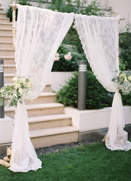 easy-garden-wedding-arch