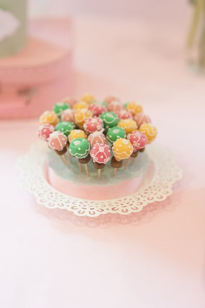 hot-air-balloon-cake-pops