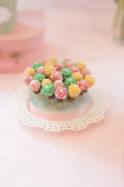 hot-air-balloon-cake-pops