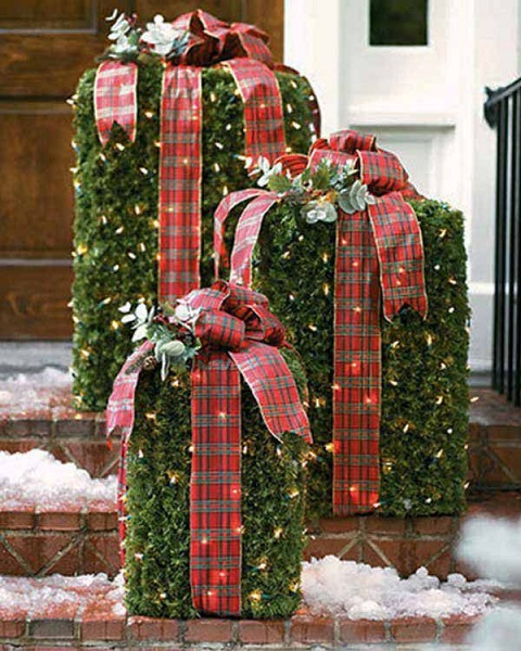 image source - Outdoor Christmas Decorating Ideas Pictures