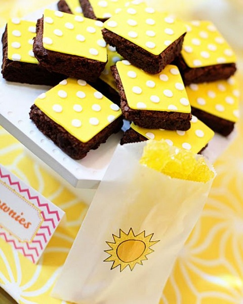 you-are-my-sunshine-birthday-party-food-brownies