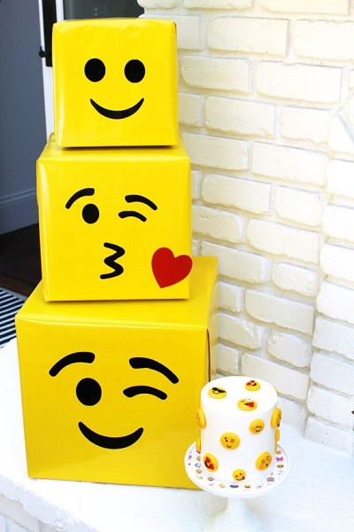 DIY Emoji Party Decorations