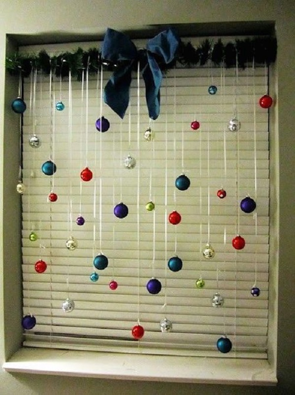 christmas-decorations-for-office-windows