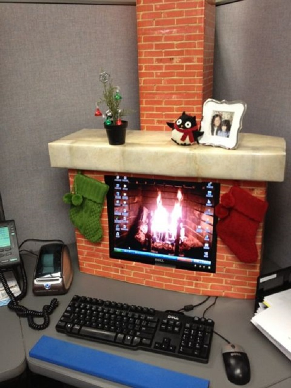 christmas-decorations-for-the-office-table