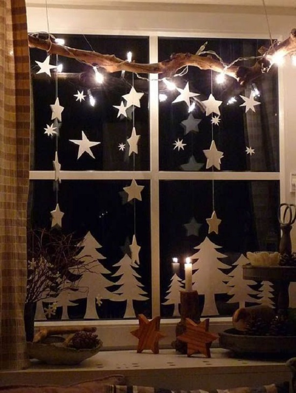 Christmas decoration ideas for office that everyone will love for Office window ideas
