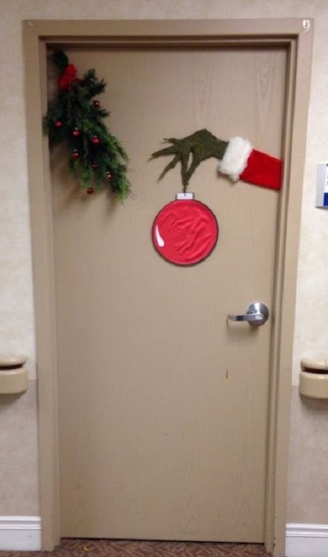 easy office christmas decorations for doors