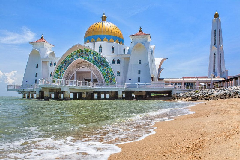 Beautiful Mosque in the World Pictures for Everyone to see Beautiful Masjid On Water