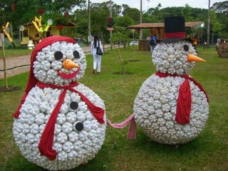 recycled-christmas-decorations-for-the-office